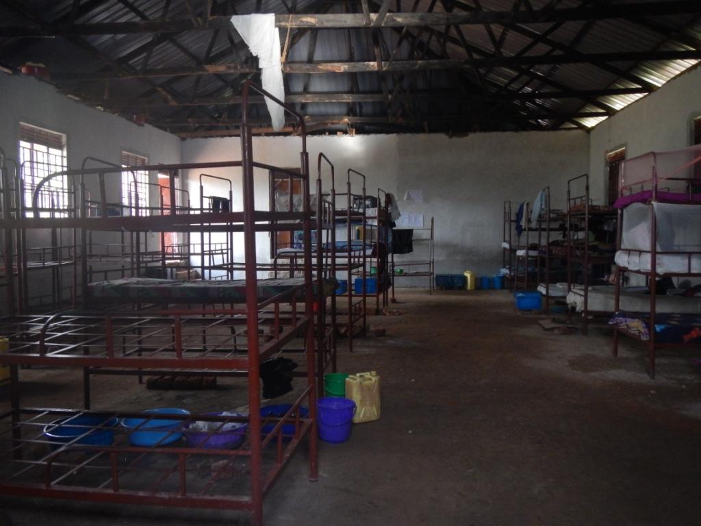 Einrichtung Mädchen Schlafsaal – BSSK Uganda